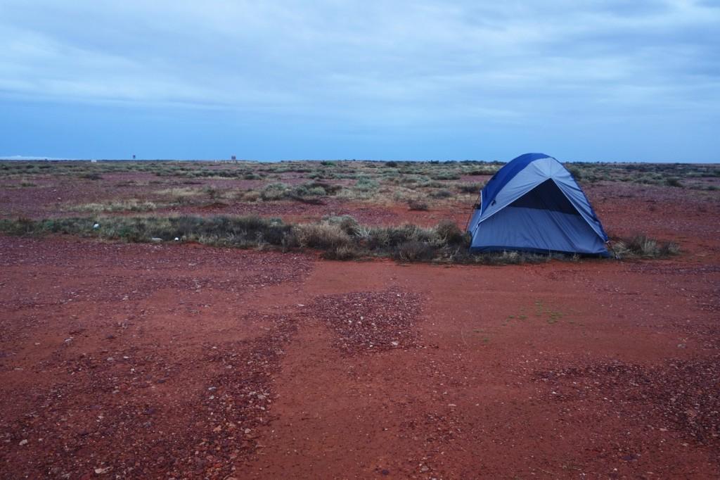Tente dans le désert australien