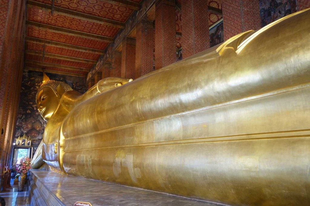 Le célèbre Bouddha allongé de Wat Pho - Difficile à photographier !